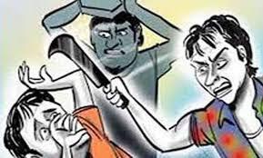 Bhandare me huaa half murder : भण्डारे में मेहमानों से पहले खाने बैठा युवक तो आयोजकों ने करदी जमकर पिटाई, चाकू मारकर किया घायल !!