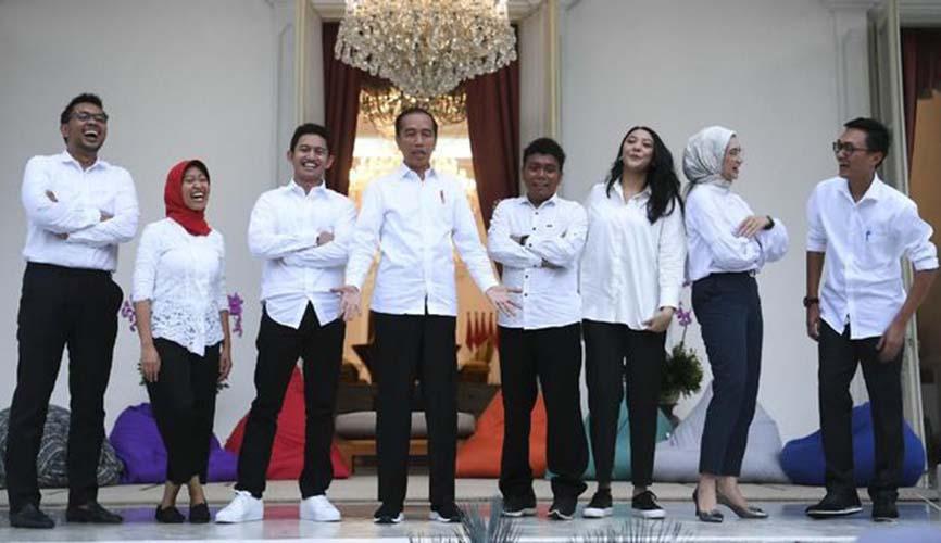 Jokowi dan stafsus milenial