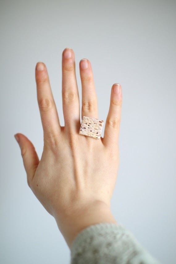DIY Matzah ring for Passover and Unleavened Bread | Land of Honey