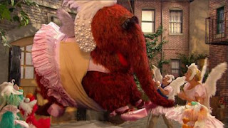 Snuffy, Zoe, Alan, Elmo, Rosita, Gina, Sesame Street Episode 4321 Lifting Snuffy season 43