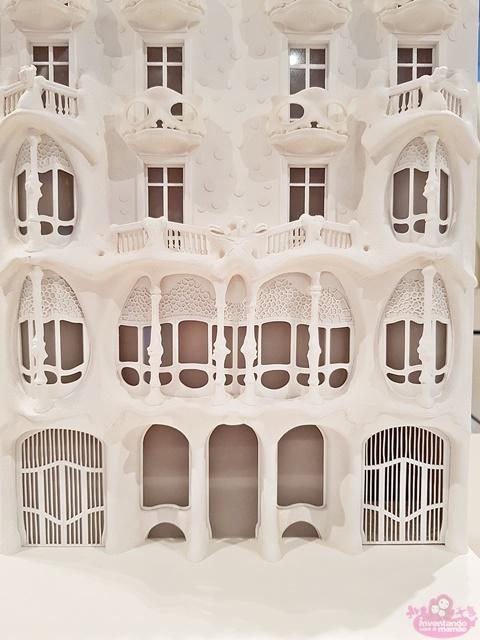 maquete da Casa Batlló na exposição Gaudí