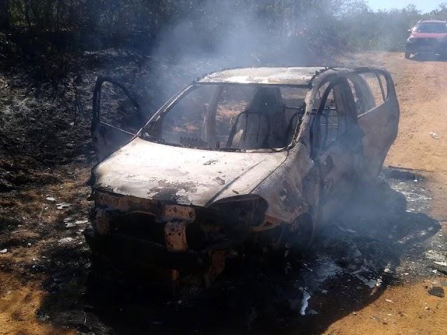 Domingo de incidentes em Santa Quitéria: veículo pega fogo no interior e carro da Prefeitura desce barranco