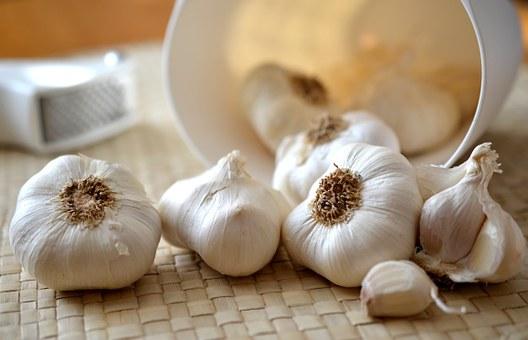 How to cut garlic coreectly