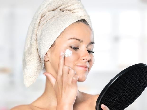 كيف تزيل الرؤوس السوداء من بشرتك بعشرين دقيقة