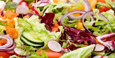 Uma porção diária de verduras diminui o envelhecimento do cérebro revela estudo