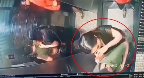 Người đàn ông tiểu bậy trong thang máy ở TP.HCM khiến dân mạng bức xúc