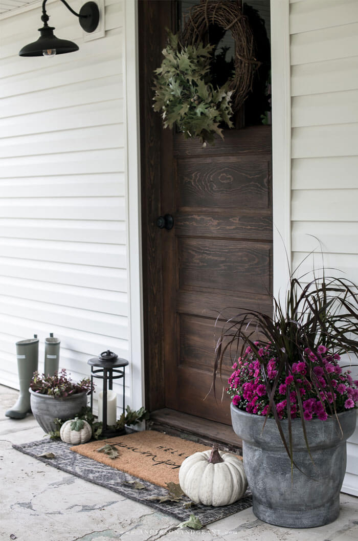 Everything you need to know about decorating your farmhouse front porch simply for fall.