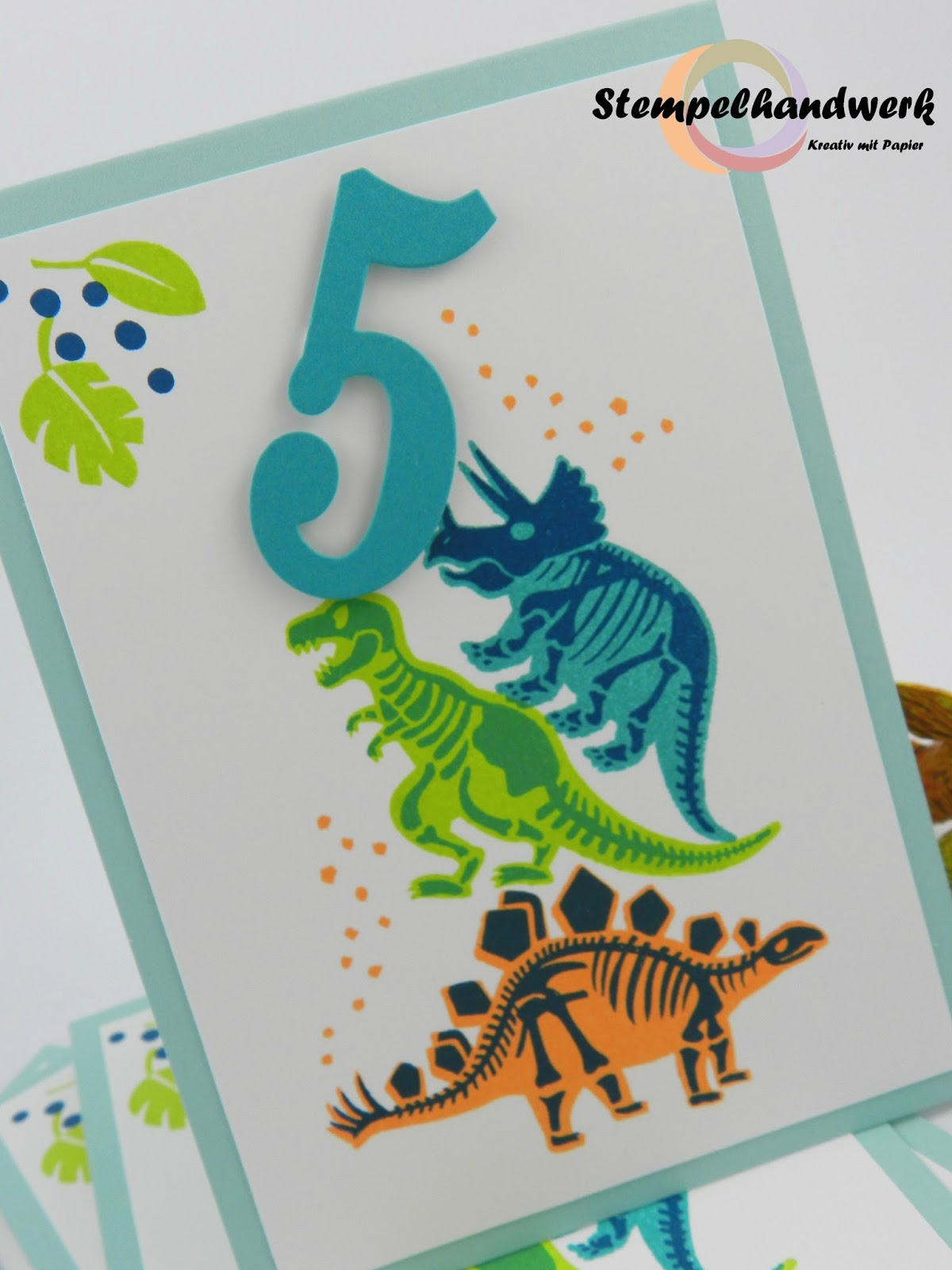 Stempelhandwerk: Kunterbunte Dino-Geburtstagskarten
