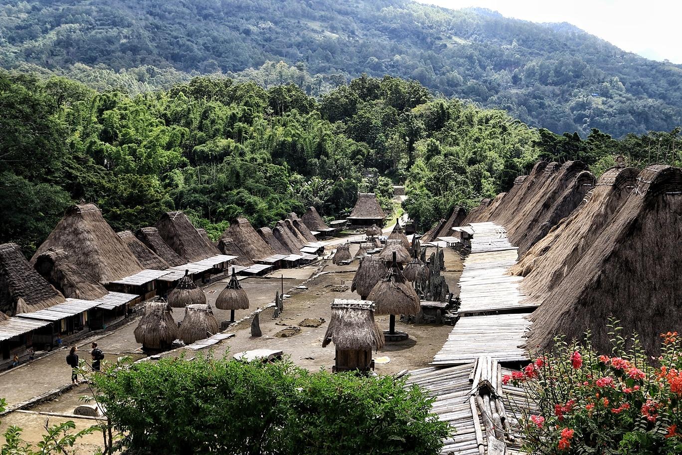 Desa Adat Bena Jika Dilihat Dari Balai Warga