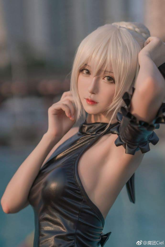Cosplay Saber (Altria Pendragon) - Fate Series | P2