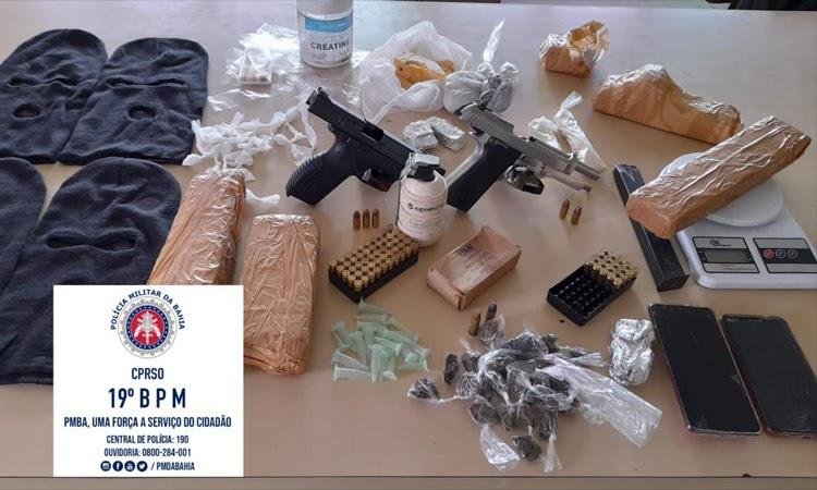 Armas, munições e drogas são apreendidas pela PM em Jaguaquara