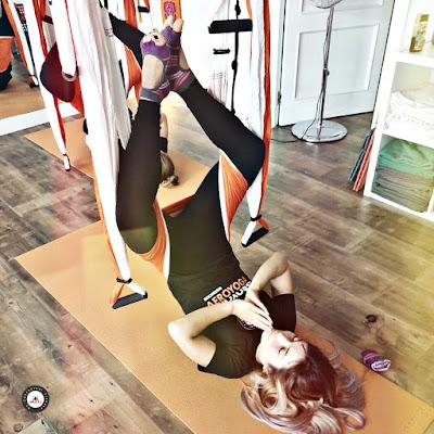yoga, yoga restaurativo, relajacion, yoga nidra, anti, estres, anti estres, gravity, gravedad, aerea, airyoga, cursos, formacion, certificacion, belleza, tendencias