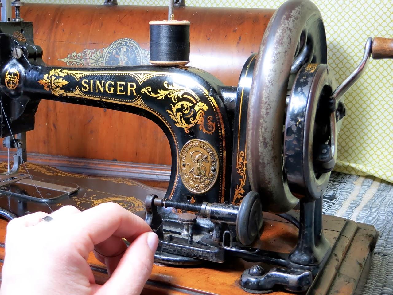 The Project Lady - Singer Model 12 Fiddlebase Handcrank