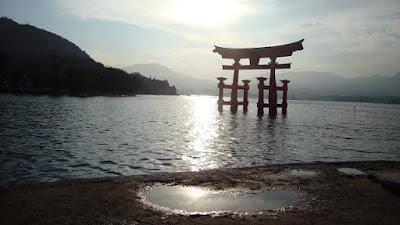 il torii nella luce del tado pomeriggio