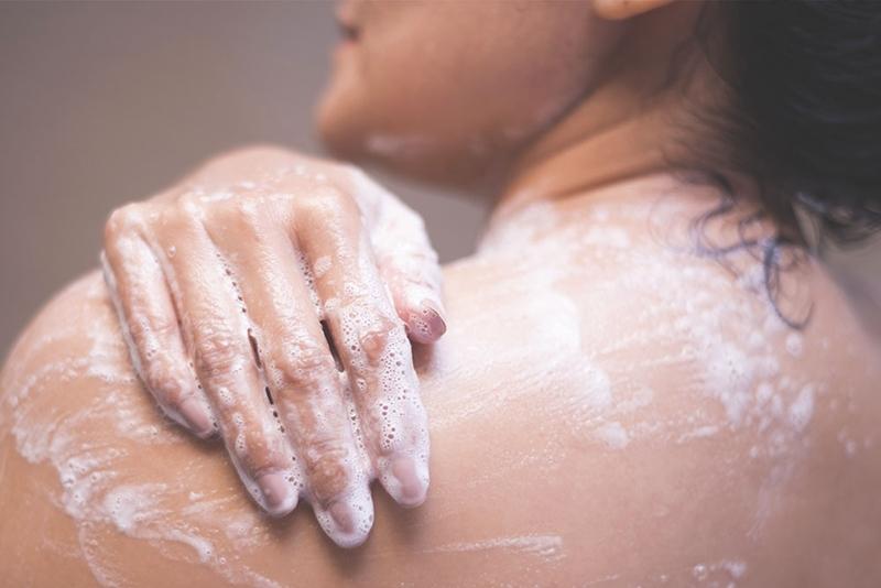 Genital bölge temizliğinde sabun ve duş jelinden kaçının