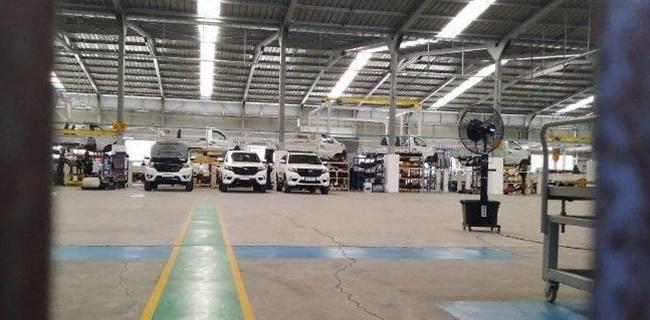 Presiden Joko Widodo menjadi orang yang harus bertanggung jawab bila kabar penutupan pabrik mobil dalam negeri, Esemka benar-benar tutup