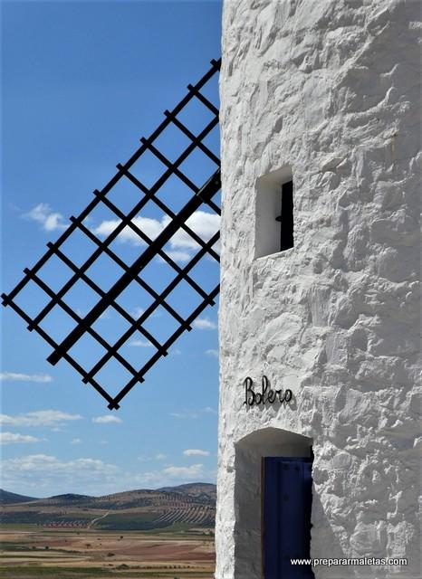 molinos de viento y Don Quijote de la Mancha