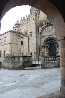 Puerta románica de la Catedral de Orense, Casco histórico de Orense