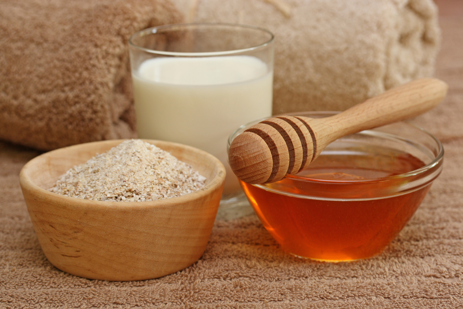 5 Best Homemade Face Packs For Fairer and Glowing Skin, Oatmeal face pack for fair skin