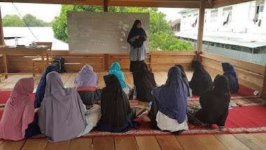 Siswi SMP IT Darul Mutaalimin Jalani Kelas Perdana