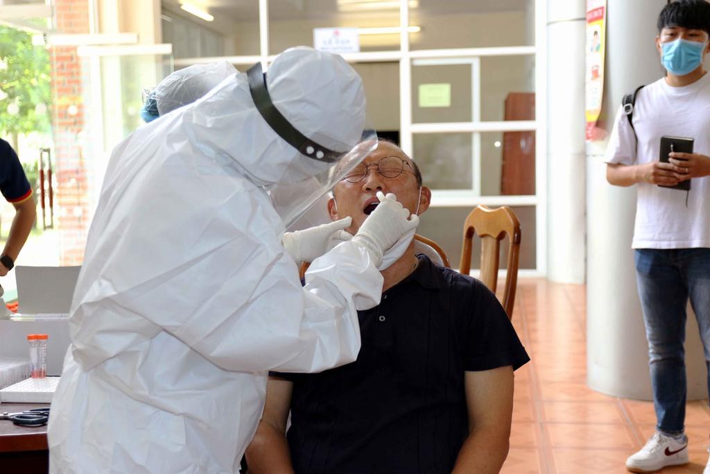 HLV Park cùng U22 Việt Nam kiểm tra y tế ngày hội quân