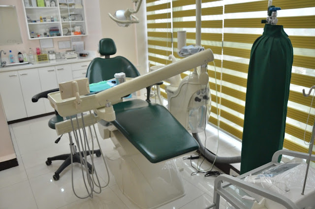 2 DENTISTS WERE KILLED BY ROBBERS IN TWO WEEKS