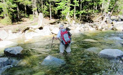Cara Menyeberangi Sungai Berarus Deras Dengan Aman
