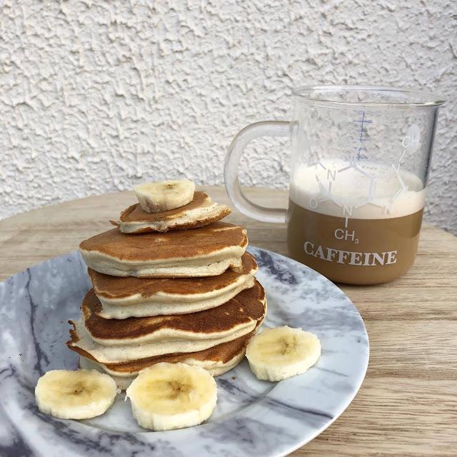 Ceci est une recette de pancakes par Clowy. Ils sont simples à réaliser, sains et fluffy !