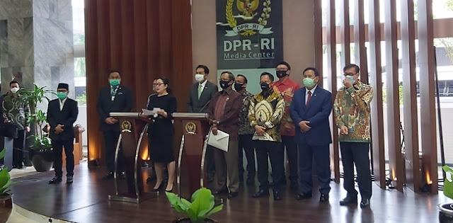 Mahfud dan Prabowo ke DPR Serahkan Draf RUU BPIP Pengganti RUU HIP