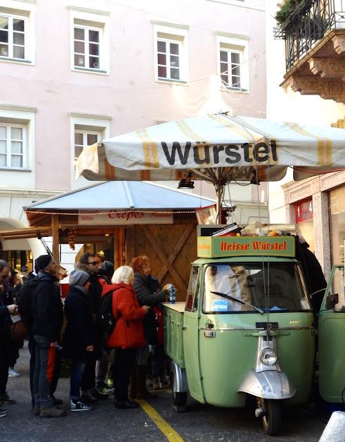 Wurstel - Vánoční trhy Merano, Itálie / Christmas markets in Merano, Italy