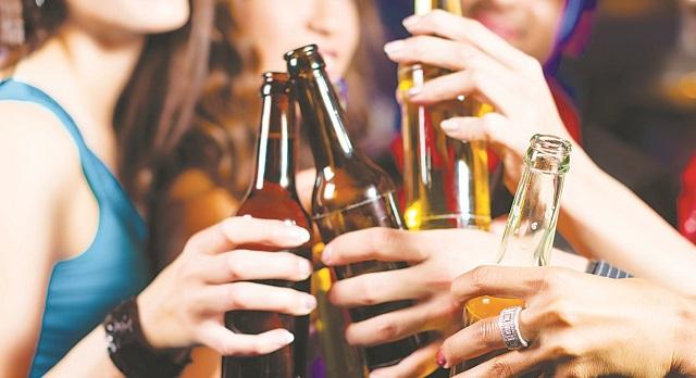 Νεαρός μαθητής στο Βόλος κατέληξε λιπόθυμος από ποτό σε σχολικό πάρτι