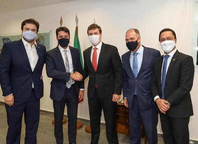 Miguel Coelho e Anderson Ferreira se reúnem em Brasília