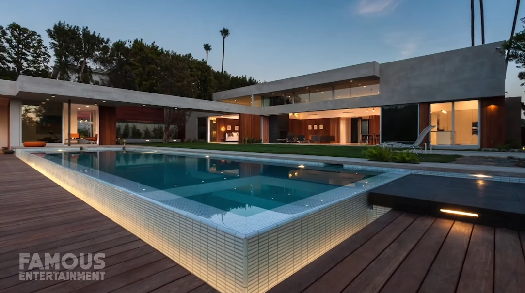 25 Interior Design Photos vs. Naomi Osaka's $6.5 Million Beverly Hills Mansion Tour