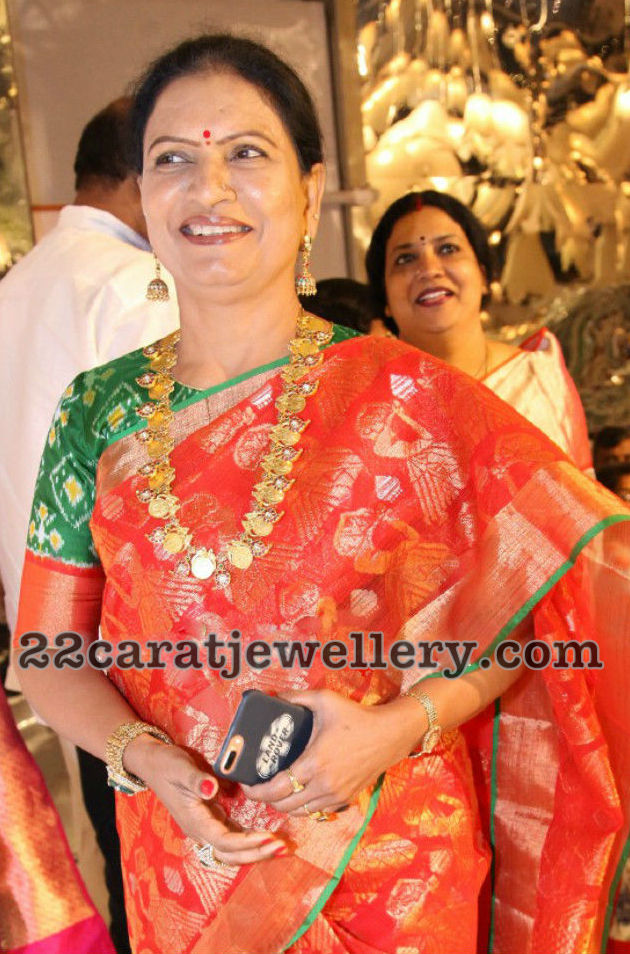 DK Aruna's Latest Jewellery