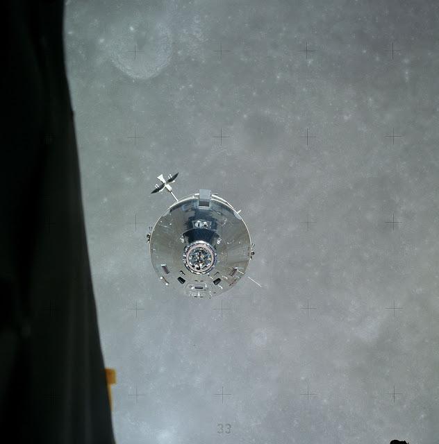 Аполло́н-16 Лунный модуль на орбите