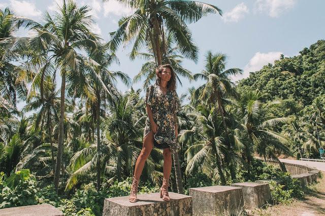 Palm trees and wild girl - Czytaj więcej