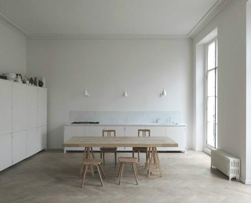 Lecker in Weiß - eine Designerin will in ihrer Küche nicht nur kochen, sondern tanzen und leben. Wie ihr das gelingt, erzähle ich auf meinem Blog