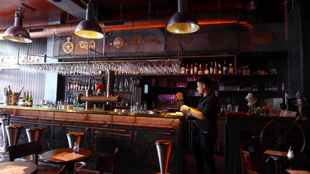 Le rose et le noir la machine nouveau bar steampunk for Le comptoir du meuble bruxelles