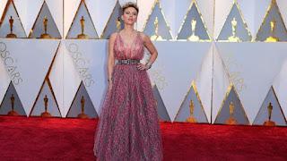 Scarlett Johansson angkat bicara soal perceraiannya. (REUTERS/Mike Blake) updetails.com