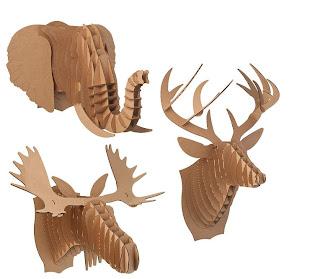 Cabezas de animales con cartón.