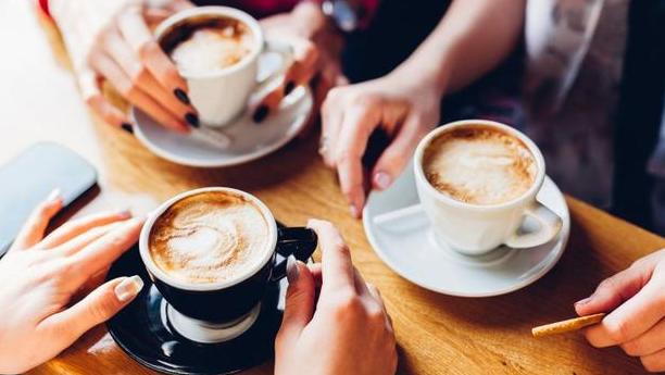Amankah Minum Kopi Setiap Jam dalam Sehari?