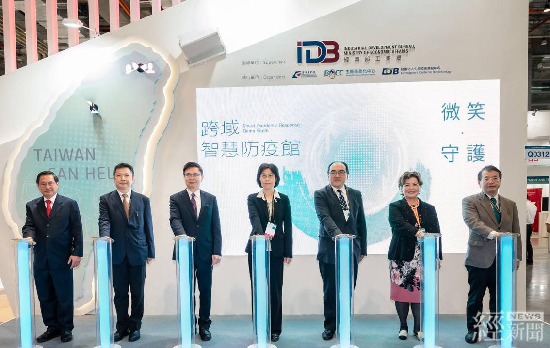 經濟部工業局「跨域智慧防疫館」,展現我國的科技防疫實力