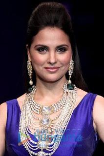 لارا دوتا (Lara Dutta)، ممثلة وعارضة أزياء هندية، ملكة جمال الكون