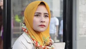 Pesona Prilly Latuconsina dalam Hijab Yang Anggun nan Cantik