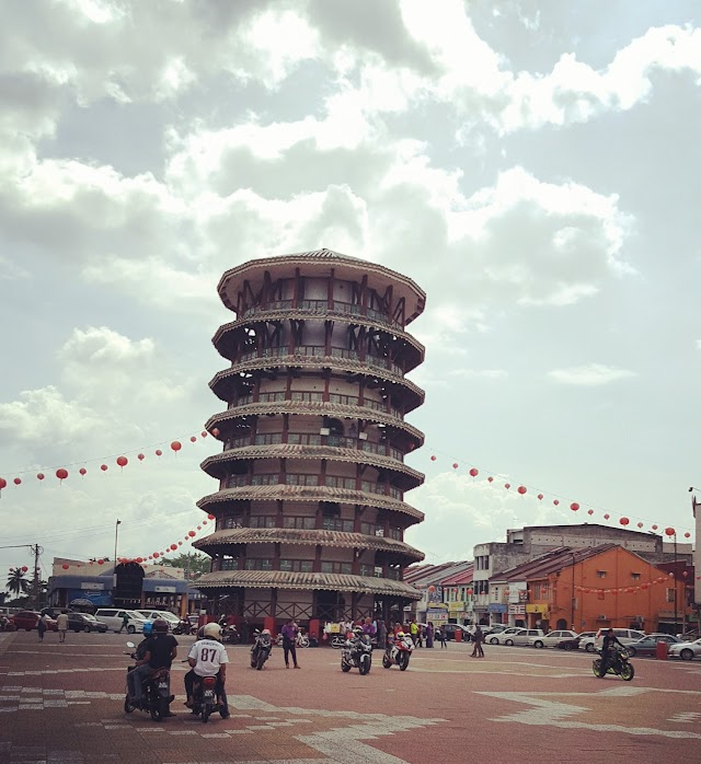 Leaning Tower of Teluk Intan - Will it stay upright?
