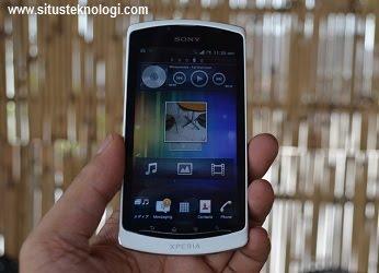 kelebihan neo L, kekurangan serta kelemahan hp neo L, daftart harga ponsel sony android terbaru, seri xperia murah