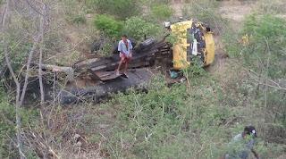 Caminhão pipa capota na RN-288, entre Carnaúba dos Dantas e Picuí