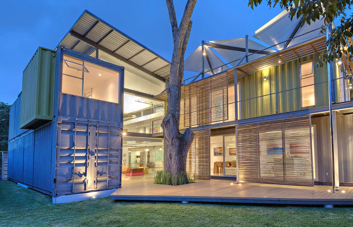01-Entrance-MJ-Trejos-Recycled-Shipping-Containers-Home-www-designstack-co