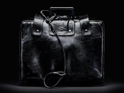 ما سر الحقيبة السوداء التي تلازم الرئيس الأمريكي أينما ذهب؟