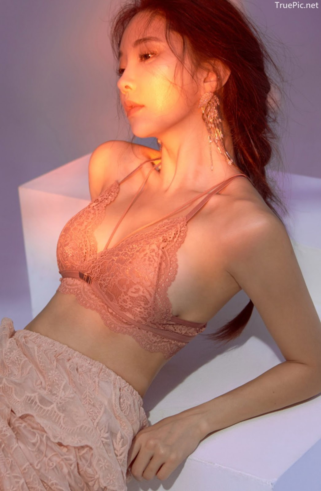 Korean model and fashion - Park Soo Yeon - Off-White Lavender and Salmon Pink Bra - Picture 3